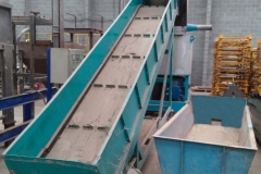 Weiss-RL750-3-3 with conveyor and outlet vibrating trog